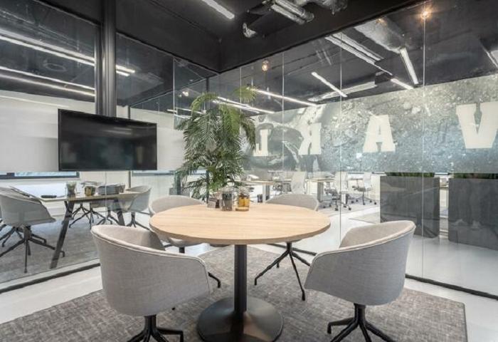 Sử dụng kính văn phòng trong thiết kế nội thất
