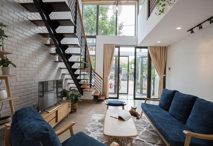 Mẫu thiết kế phòng khách thông tầng cho nhà phố