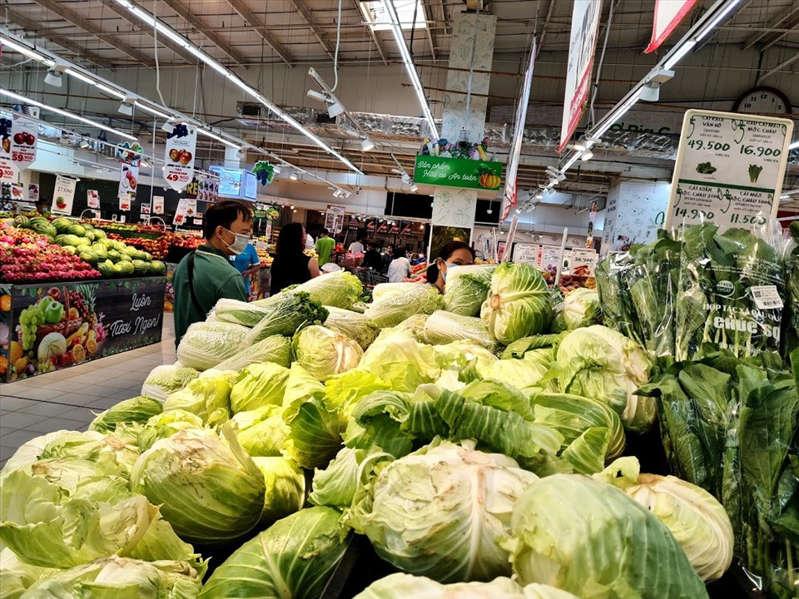 """Giá rau xanh tại chợ """"nhảy múa"""" từng ngày"""